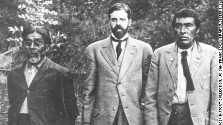 Anthropologist Alfred Kroeber (center) is photographed in 1911 near the UC Museum of Anthropology with Yahi translator Sam Batwai (left) and a Native American man named Ishi (right).